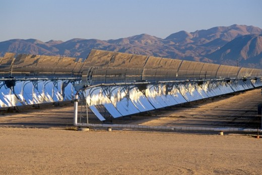 Stock Photo: 1527R-1107104 'Solar Two panels at the South California Edison Plant in Barstow, CA'