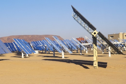 Stock Photo: 1527R-1107105 'Solar Two panels at South California Edison Plant in Barstow, CA'