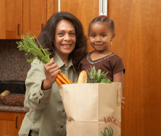 Stock Photo: 1527R-1108936 Mother and daughter (3-5) in kitchen, unpacking grocieries, portrait