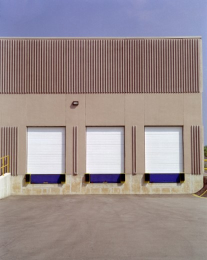 Stock Photo: 1527R-1156365 Warehouse facility and shipping doors