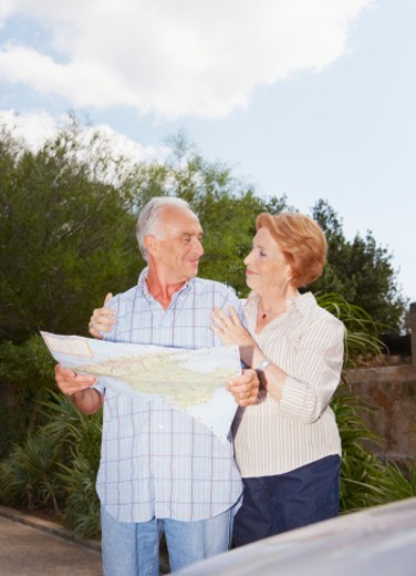 Senior couple reading map by car, three quarter length : Stock Photo