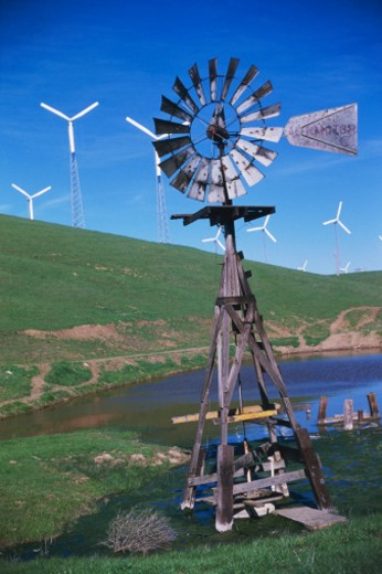 Stock Photo: 1527R-1189599 USA, California, Altamont Pass, windmill and wind turbines