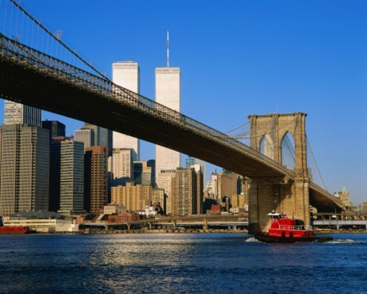 Brooklyn Bridge with Manhattan beyond, NYC : Stock Photo
