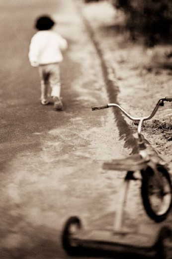 Stock Photo: 1527R-254004 Young child walking away from tricycle