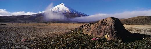 Stock Photo: 1527R-393085 Volcano Cotopaxi, Ecuador