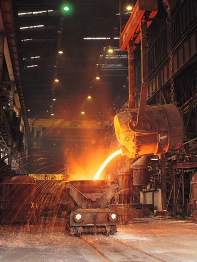 Stock Photo: 1527R-71022 Pouring molten steel into tank