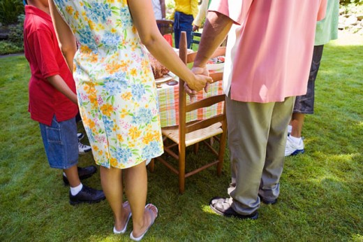 Stock Photo: 1530R-35105 Family holding hands at picnic