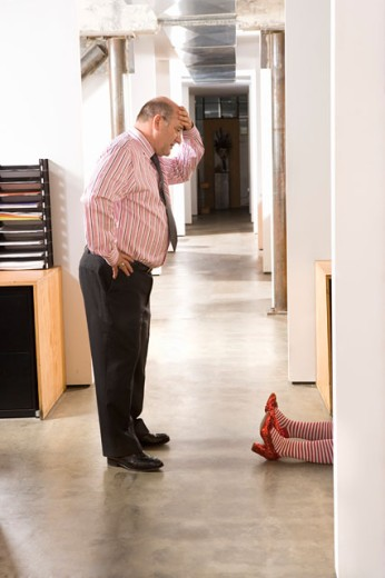 Stock Photo: 1530R-35171 Office worker discovering female body