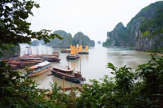 Boats and rocky islands in Vietnamese harbor : Stock Photo