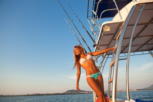 Stock Photo: 1530R-41500 woman on ladder of yacht