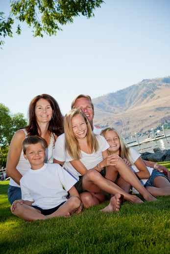 Stock Photo: 1530R-41769 Outdoor portrait of family of five,