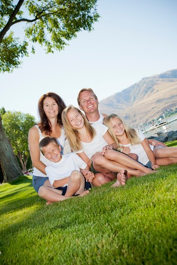 Stock Photo: 1530R-41770 Outdoor portrait of family of five,
