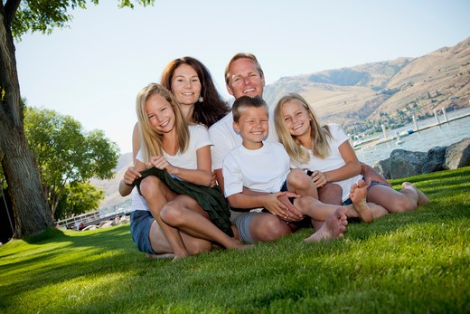 Stock Photo: 1530R-41771 Outdoor portrait of family of five,
