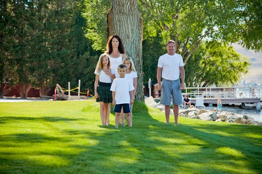 Stock Photo: 1530R-41776 Outdoor portrait of family of five,
