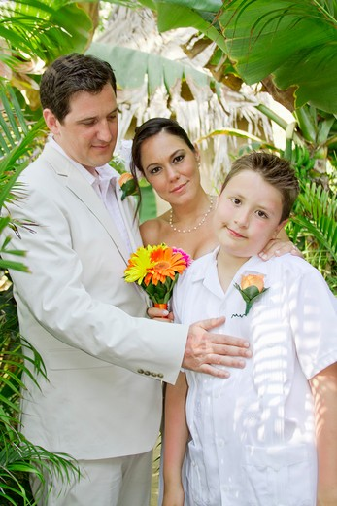 Wedding couple with boy under palms,  Sayulita, Mexico : Stock Photo