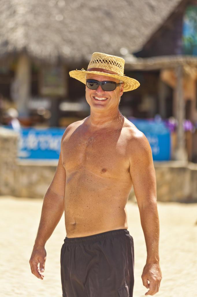 Man in shorts and straw hat at beach resort,  Sayulita, Mexico : Stock Photo