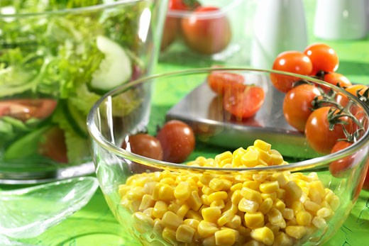 Stock Photo: 1532R-10560 Sweetcorn kernels in a dish