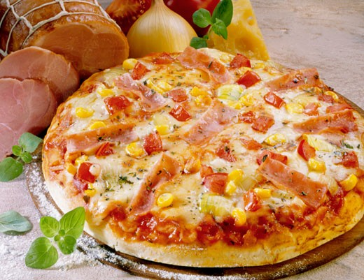 Pizza with sweetcorn, peppers and ham : Stock Photo