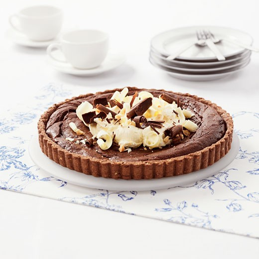 Stock Photo: 1532R-10894 Chocolate tart with hazelnut base