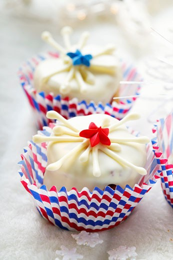 Stock Photo: 1532R-11408 White chocolate brownie for the 4th of July (1)