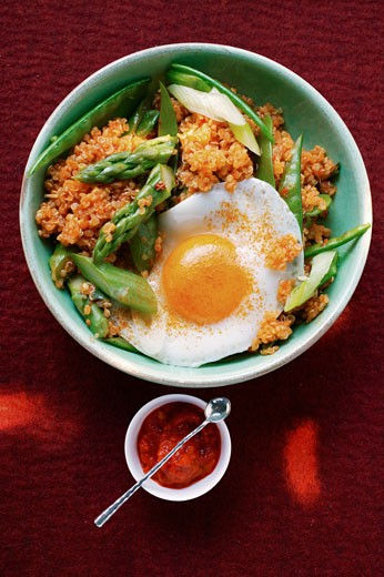 Stock Photo: 1532R-11677 Quinoa with ajvar, green asparagus and fried egg
