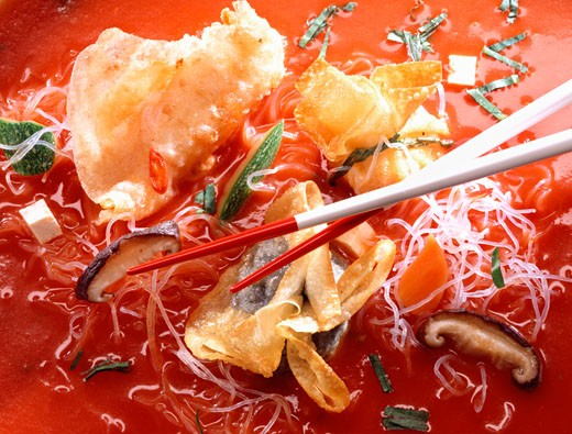 Stock Photo: 1532R-11915 Glass noodle soup with wontons
