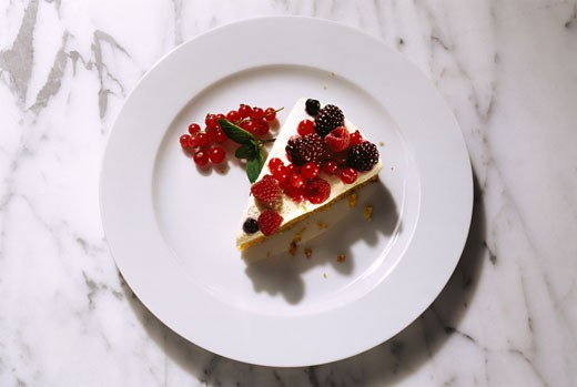 A piece of summery dessert gateau with berries : Stock Photo