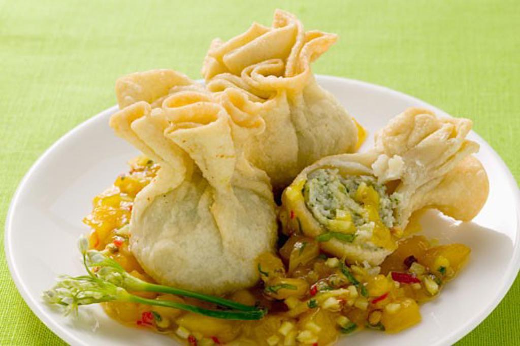Wontons with mango chutney : Stock Photo