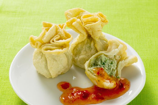 Stock Photo: 1532R-17804 Wontons with sweet and sour sauce