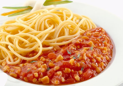 Stock Photo: 1532R-18983 Spaghetti with tomato and sweetcorn sauce