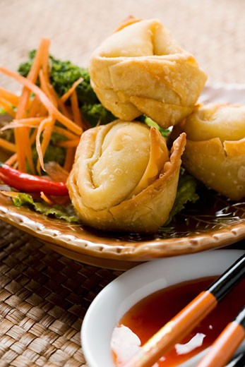 Stock Photo: 1532R-20690 Deep-fried wontons with salad and two sauces