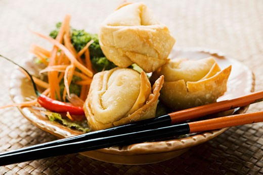 Deep-fried wontons with salad : Stock Photo