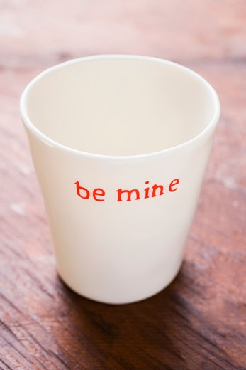 Stock Photo: 1532R-20901 Beaker with the words Be mine for Valentine's Day