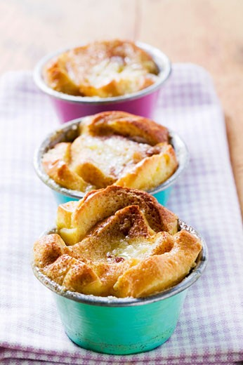 Stock Photo: 1532R-22682 Individual bread puddings
