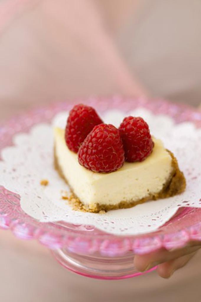 A piece of mini-cheesecake with raspberries : Stock Photo