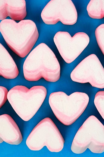 Pink and white marshmallow hearts : Stock Photo