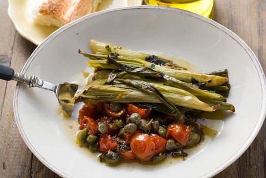 Stock Photo: 1532R-24285 Leeks with tomatoes and capers