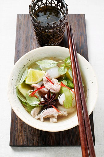 Stock Photo: 1532R-26171 Chicken and lemon grass soup with lime, Thai basil (Asia)