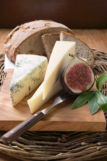 Stock Photo: 1532R-26829 Various types of cheese, bread and half a fig