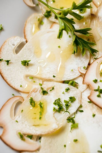Stock Photo: 1532R-27958 Cep carpaccio with olive oil and herbs (close-up)
