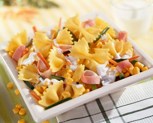 Farfalle with sweetcorn and strips of ham : Stock Photo