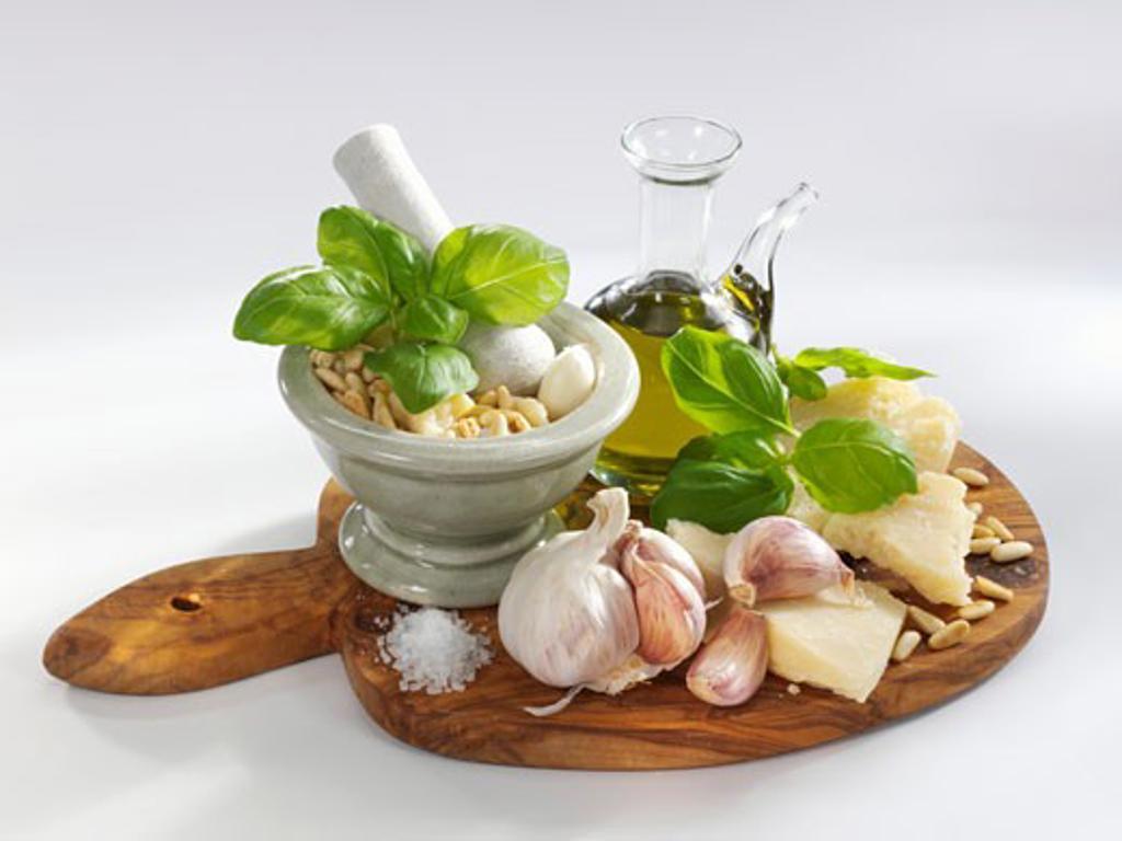 Stock Photo: 1532R-31207 Pesto ingredients