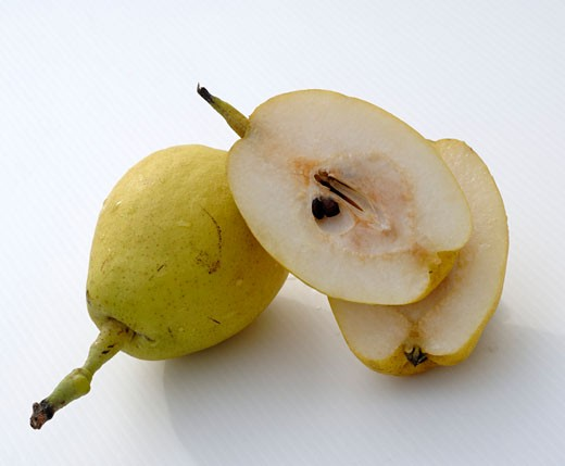 Stock Photo: 1532R-31665 Whole and halved Nashi pears