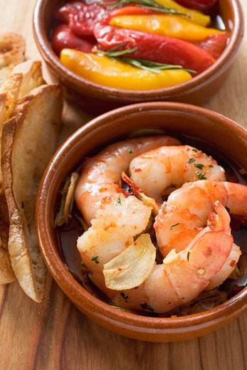 Stock Photo: 1532R-36449 Garlic prawns, toasted bread and marinated peppers