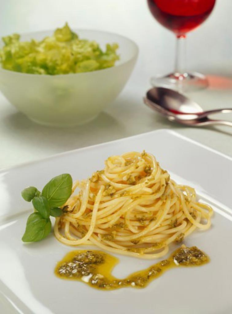 Stock Photo: 1532R-38107 Spaghetti with pesto