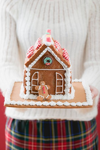 Woman holding gingerbread house : Stock Photo
