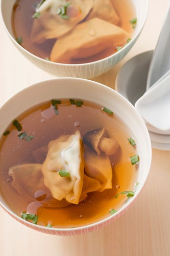 Stock Photo: 1532R-40605 Clear broth with wontons and mushrooms (Asia)