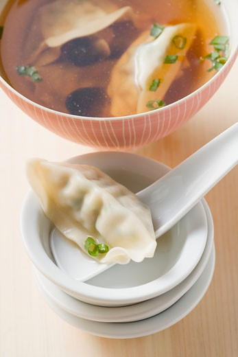 Clear broth with wontons and mushrooms (Asia) : Stock Photo