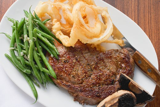 Stock Photo: 1532R-40864 Rib-eye steak with green beans and deep-fried onion rings