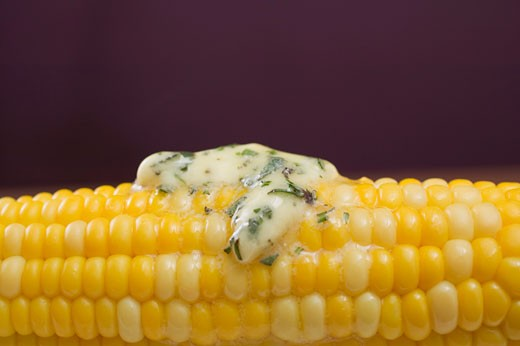 Stock Photo: 1532R-41153 Corn on the cob with herb butter